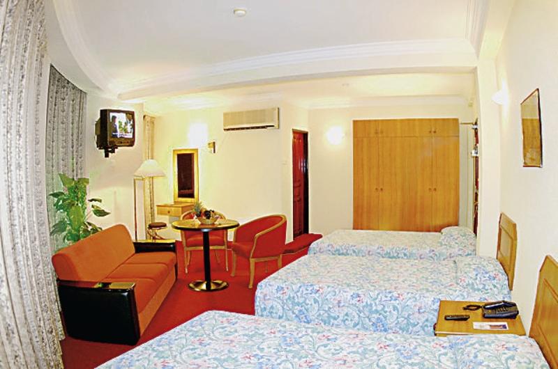 central-hotel-tageszimmer-malediwy-atol-nord-male-male-basen.jpg