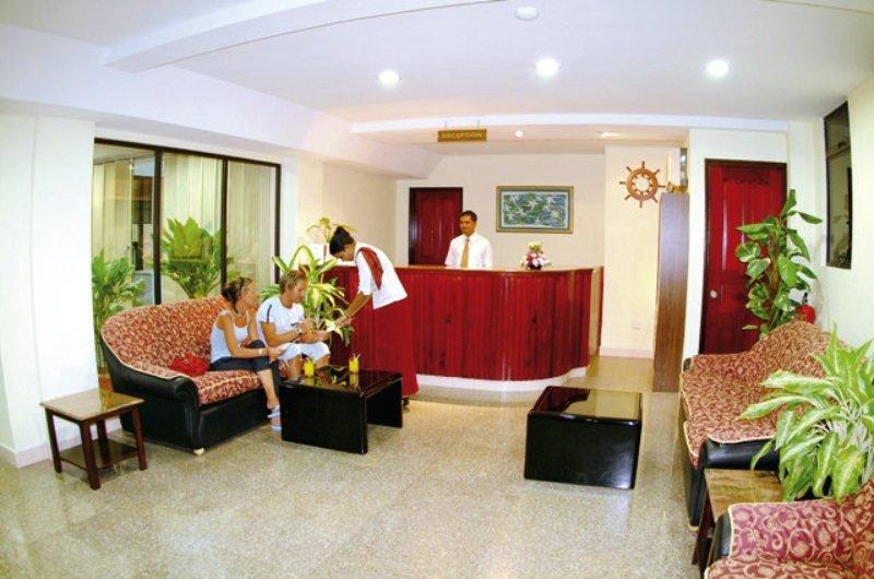 central-hotel-tageszimmer-malediwy-lobby.jpg