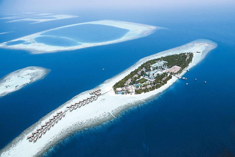 vilamendhoo-island-resort-and-spa-malediwy-plaza.jpg