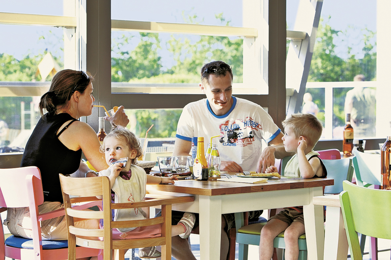 ferienpark-landal-beach-resort-ooghduyne-holandia-recepcja.jpg
