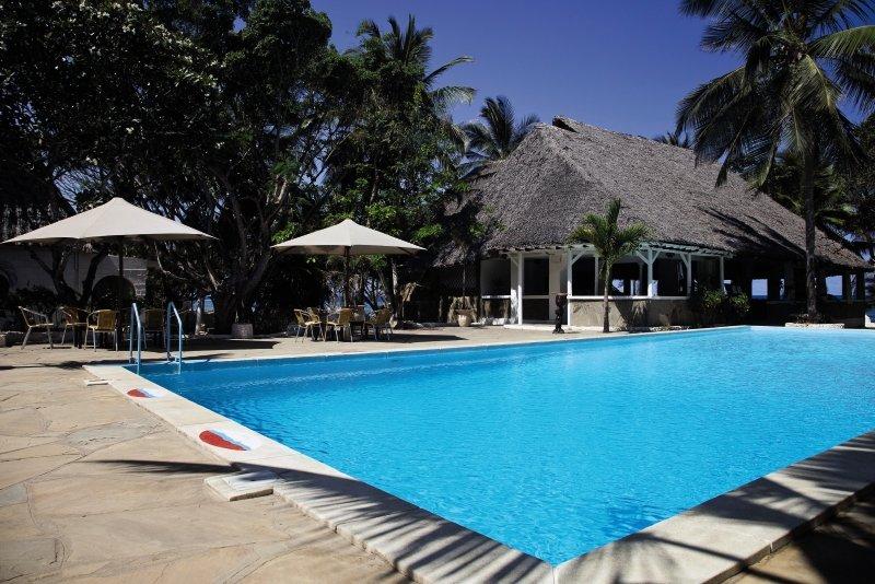 she-she-beach-resort-she-she-beach-resort-wybrzeze-kenii-plaza.jpg