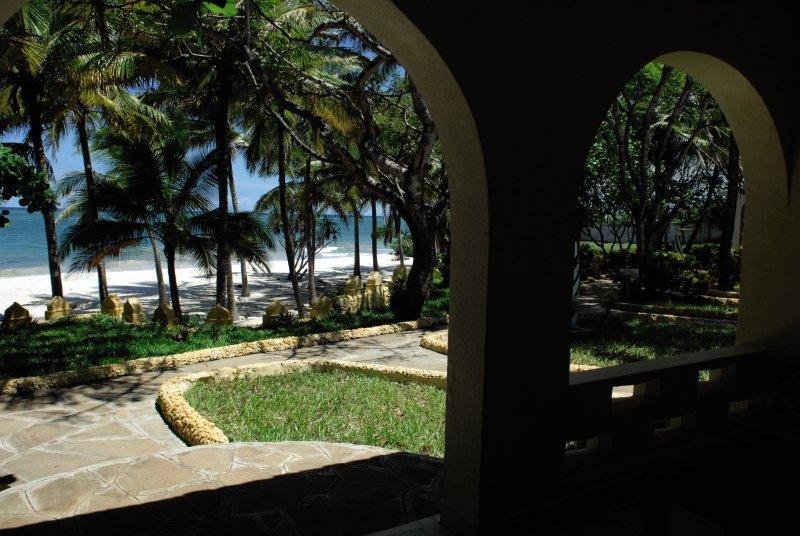she-she-beach-resort-she-she-beach-resort-wybrzeze-kenii-pokoj.jpg