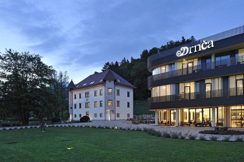 lambergh-chteau-slowenia-lobby.jpg