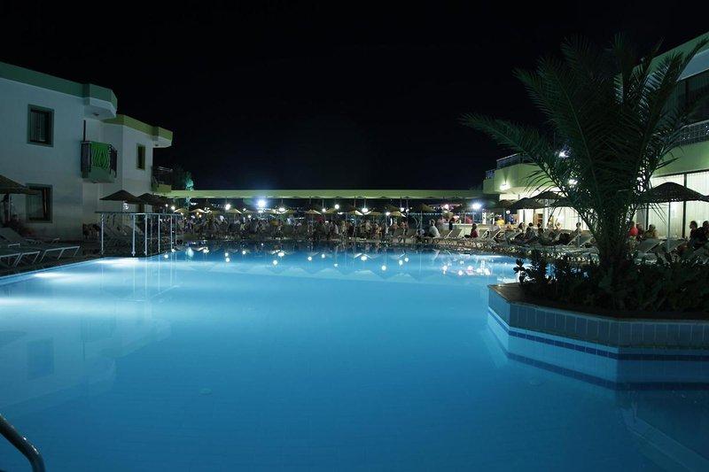 la-luna-hotel-ex-abacus-la-luna-hotel-turcja-polwysep-bodrum-morze.jpg