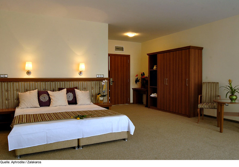 aphrodite-hotel-wegry-wegry-basen.jpg