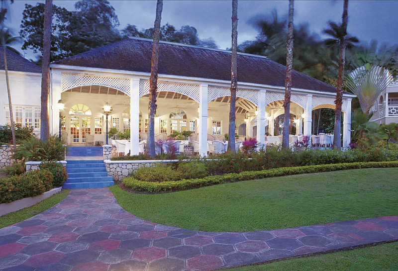 couples-resort-sans-souci-jamajka-jamajka-ocho-rios-basen.jpg