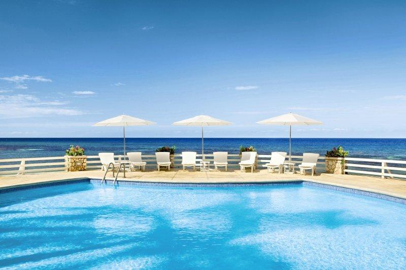 couples-sans-souci-jamajka-basen-pokoj.jpg
