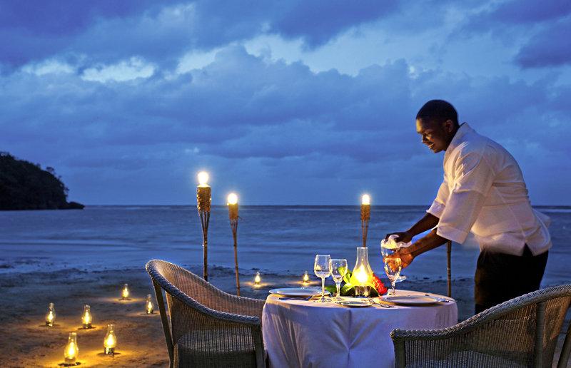 couples-sans-souci-jamajka-bufet-bar.jpg