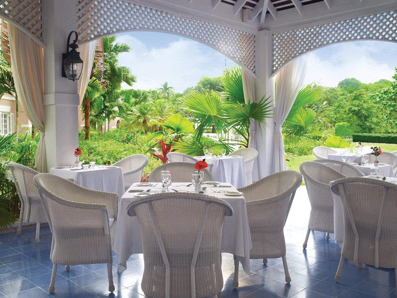 couples-sans-souci-jamajka-jamajka-ocho-rios-ogrod-lobby.jpg