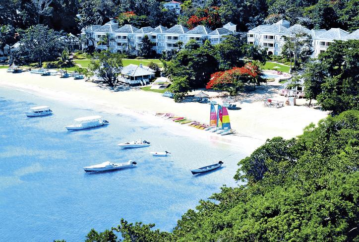 couples-sans-souci-jamajka-jamajka-ocho-rios-wyglad-zewnetrzny-bar.jpg