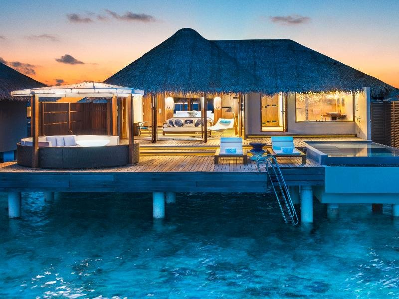 w-hotels-retreat-spa-maldives-w-maldives-retreat-spa-bar.jpg