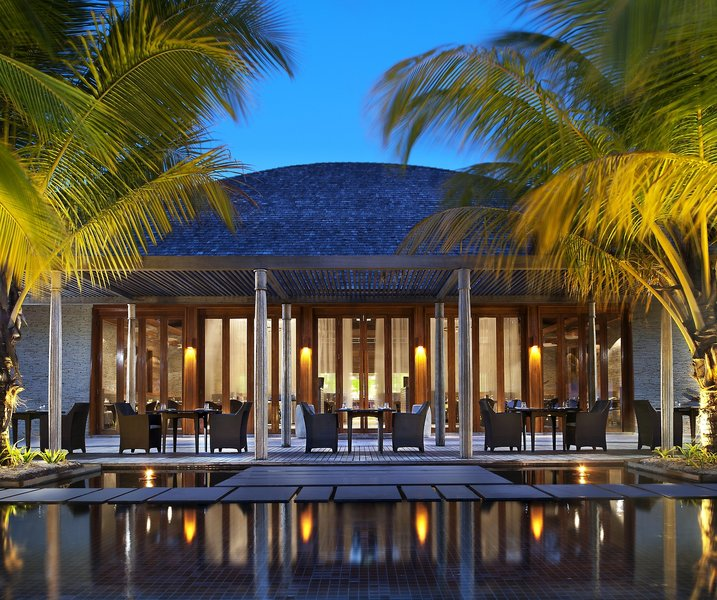 w-retreat-and-spa-maldives-malediwy-malediwy-nord-ari-atoll-bar.jpg