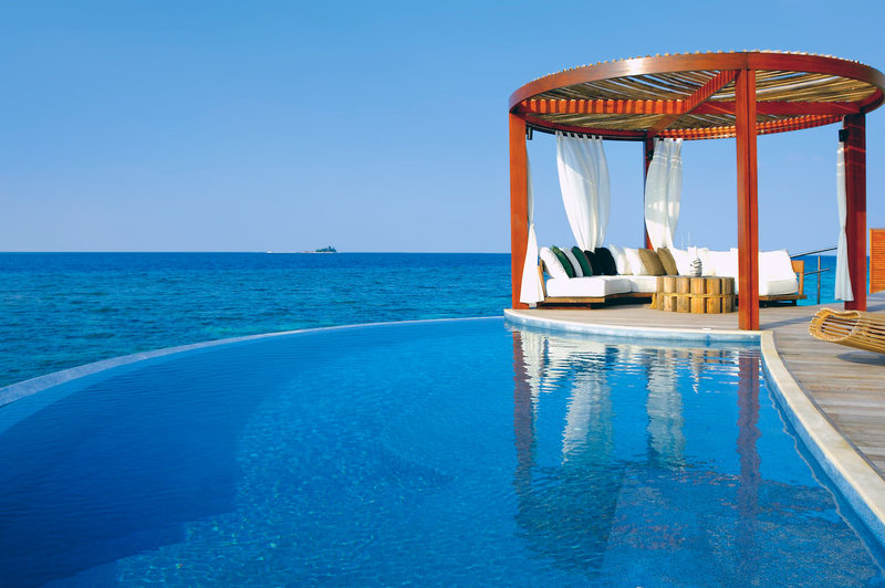 w-retreat-spa-maldives-malediwy-atol-ari-plaza-ogrod.jpg