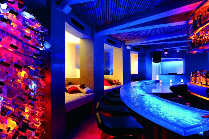 w-retreat-spa-maldives-malediwy-atol-nord-ari-budynki-restauracja.jpg